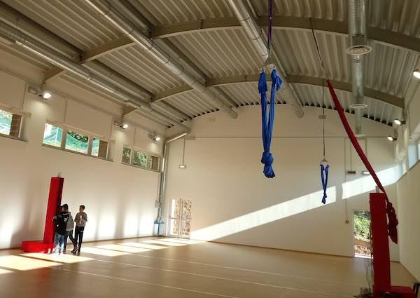 Via ai corsi di acrobatica aerea nella nuova Palestra Comunale