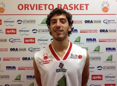 Mattia Palmerini saluta l'Orvieto Basket