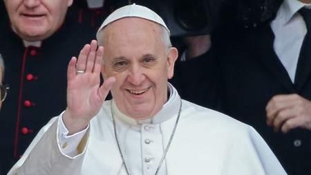 Incontri in otto piazze delle diocesi dell'Umbria, i fedeli con il vescovo Tuzia a Todi