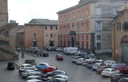 Piazza del Popolo, parcheggi a disco orario non più a pagamento