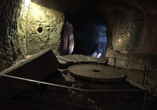 TouringClub - Le più belle città sotterranee in Italia - regioni del Centro