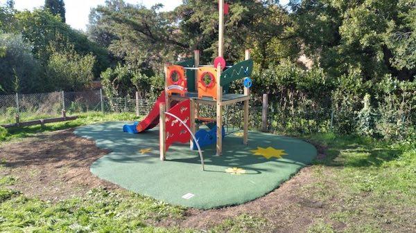 Nuovi giochi al Parco Pubblico di Poggio Murella. Sistemato il Giardino della Scuola Materna