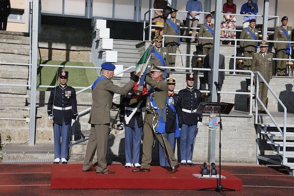 Scuola Sottufficiali, il generale di brigata Addis cede il comando al colonnelo Barone