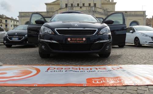 """Quindici """"leonesse"""" in Piazza Duomo. Raduno ad Orvieto per il Club """"Passione Peugeot"""""""