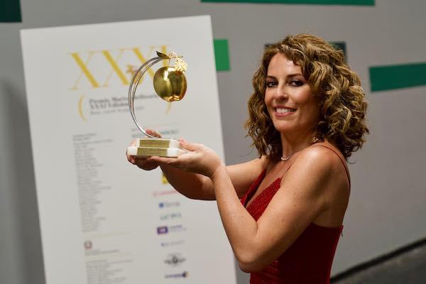 Premio Marisa Bellisario, mela d'oro alla pianista Cristiana Pegoraro