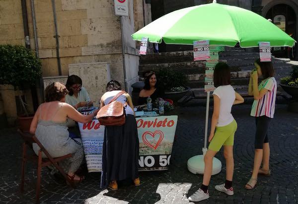 """""""Cittadini Attivi Orvieto"""". Raccolta firme contro il 5G in Piazza della Repubblica"""