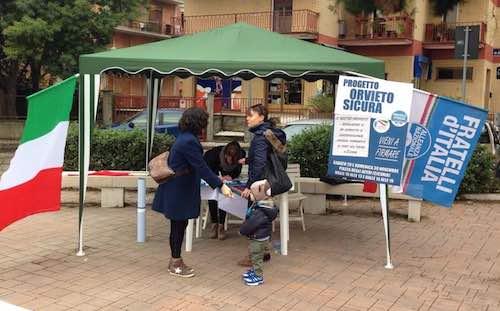 """Mozione e petizione per """"Orvieto Sicura"""". FdI-An e Gioventù nazionale in piazza"""