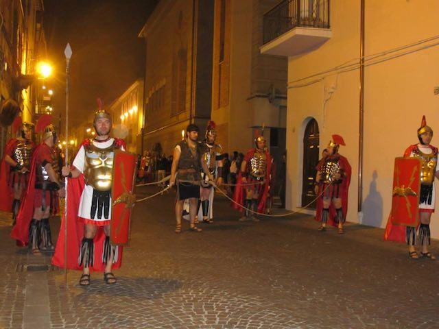 Venerdì Santo, a Barletta la processione eucaristico-penitenziale: tutte le foto