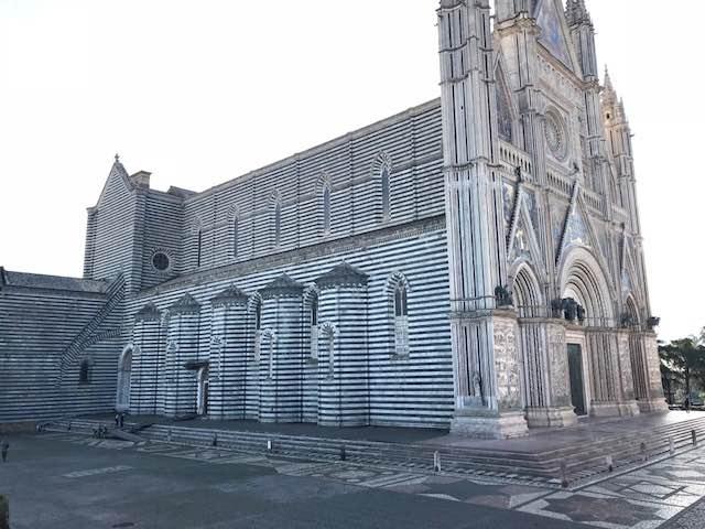 """Parcheggi in Piazza Duomo negati alle famiglie dei cresimandi di Fabro. Olimpieri (IeT): """"Perchè?"""""""