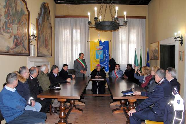 Il vescovo garantisce l'impegno per la riapertura delle chiese lesionate dal sisma