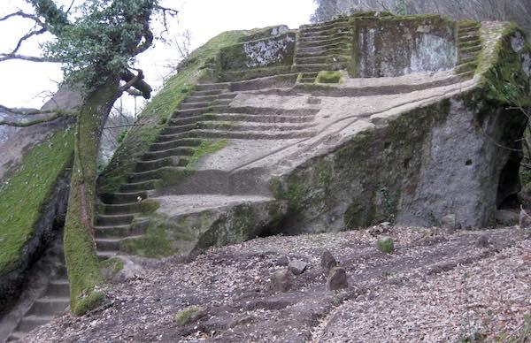 Bomarzo dei segreti, tra i misteri della Piramide e il fantasma di Palazzo Orsini