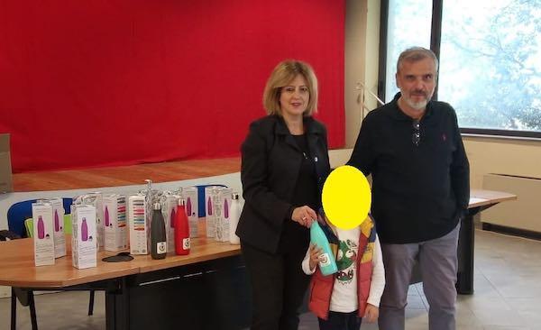 """""""Plastic Free"""", il Comune distribuisce borracce nelle scuole"""