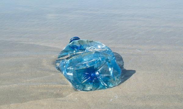 Contrasto all'uso e getta di plastica, il Comune si mobilita