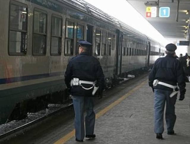 Scomparso da giorni, tenta il suicidio. La polizia ferroviaria interviene e lo salva