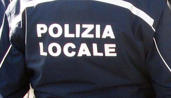 Denunciano tombini aperti e pericolosi, Comune e Polizia Locale intervengono