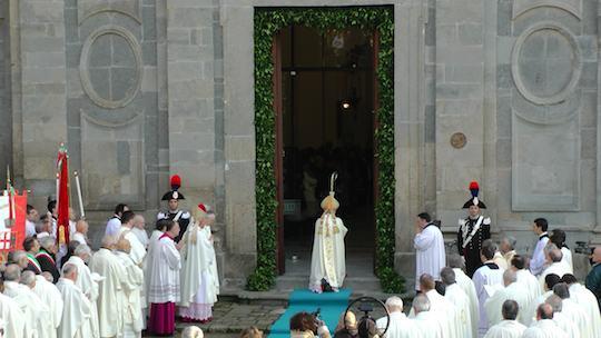 Solenne avvio del giubileo 2013 2014 il cardinale - Immagini porta santa ...