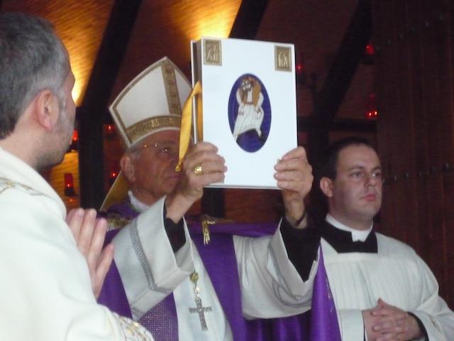Giubileo della Misericordia, il Vescovo Tuzia apre la Porta Santa del Santuario di Collevalenza