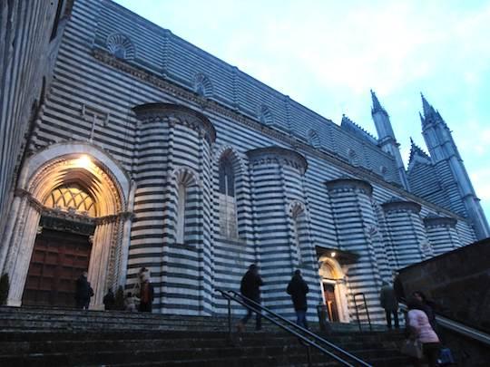 E' il giorno del Giubileo. Il cardinale Giovanni Battista Re aprirà la Porta Santa nel Duomo di Orvieto