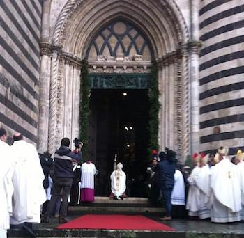 La cronaca della cerimonia e l'omelia del Cardinale Giovanni Battista Re