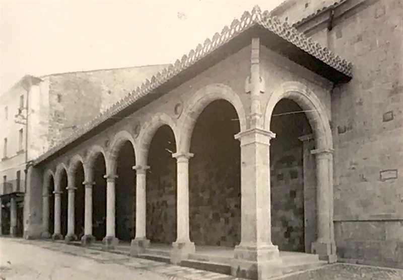 Portico della Chiesa di Sant'Andrea, ieri