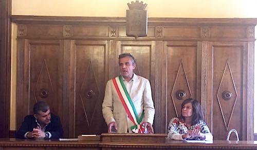 La presidente del consiglio regionale Donatella Porzi incontra consiglio comunale e studenti