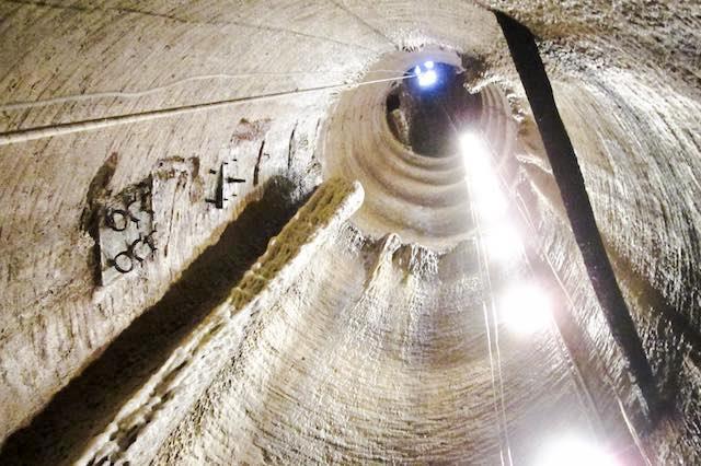 Giù per il Pozzo del Casalino, alla Piramide di Bomarzo, sul ciglio del vulcano a Bolsena