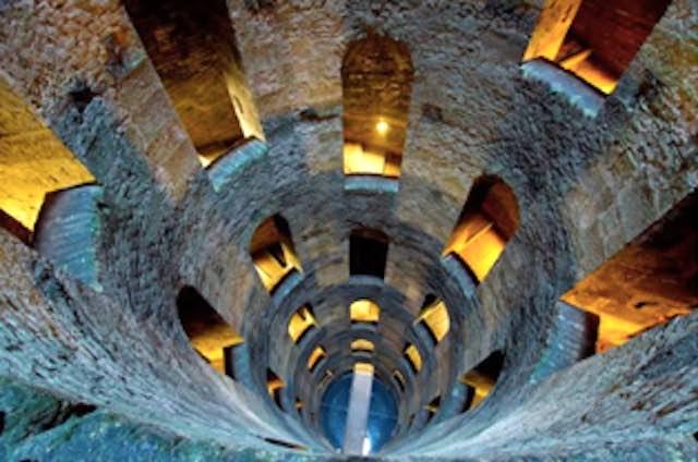 Nel weekend di Ferragosto il Pozzo di San Patrizio estende l'orario di apertura