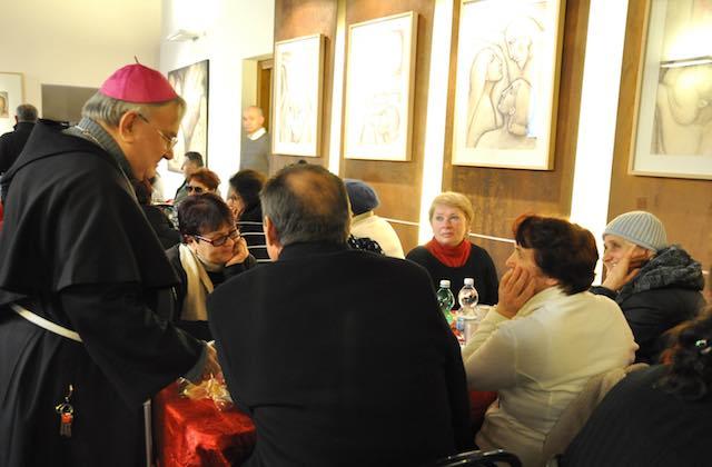 In 130 al pranzo in Episcopio con il vescovo Piemontese, per un Natale di condivisione