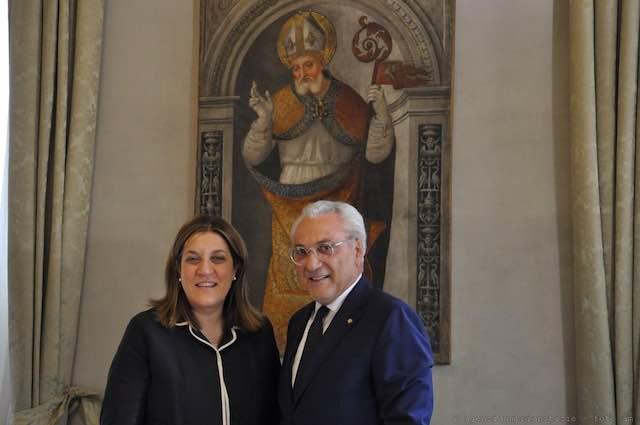 Il prefetto Raffaele Cannizzaro in procinto di lasciare la sede di Perugia