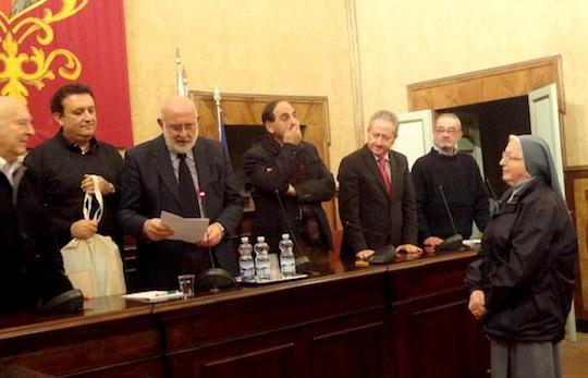 Consegnati gli attestati di benemerenza 2012 dell'UniPopTus. Premiati Suor Josefa De Diana, Alfio Capoccia e Luigi Pelliccia