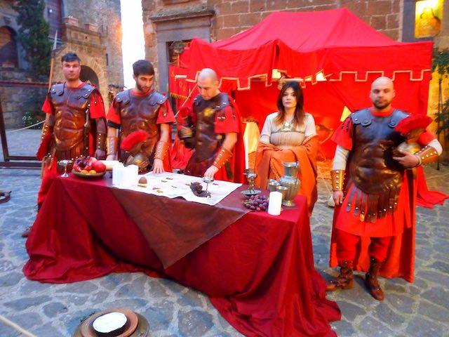 La Natività in una piccola Betlemme sospesa sulla Valle dei Calanchi