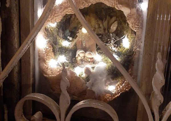 """""""Presepi alla Finestra"""". Diciassette installazioni danno luce agli angoli in ombra"""