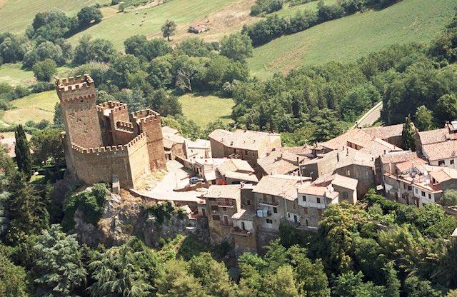 Tra castelli e nobili casate, a guardia della Via Francigena