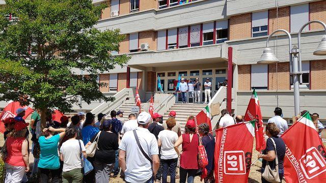 """Santa Maria, protestano i lavoratori dell'ospedale. """"Si dia seguito all'accordo sulle assunzioni"""""""