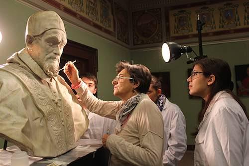 Gli studenti dell'Università della Tuscia restaurano il busto di Innocenzo X e lo Stemma in Travertino di Gregorio XIII