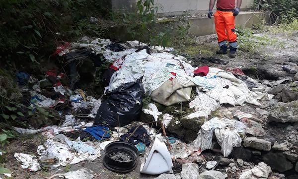 Raccolti oltre sei quintali di rifiuti abbandonati nell'area dei fossi