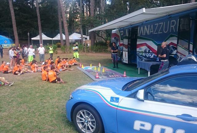Il Pullman Azzurro della Polizia fa tappa a Villa Paolina per parlare di sicurezza stradale