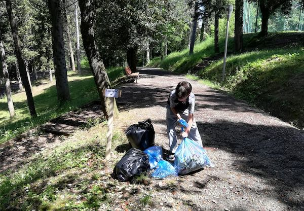 """Il C.C.R.R.del Vannucci e il Gruppo Ecologista """"Il Riccio"""" raccomandano di limitare l'uso della plastica"""