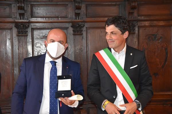 """Avis iscritta all'Albo d'Oro del Comune. """"Onorificenza da dividere con 22.700 donatori"""""""