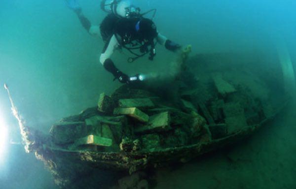 """""""Antiche barche e vecchi aerei. Relitti di ieri e di oggi nel Lago di Bolsena"""""""