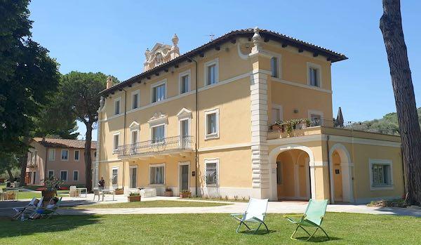 Dopo il restauro, la Villa dell'Isola Polvese torna a fare ospitalità alberghiera