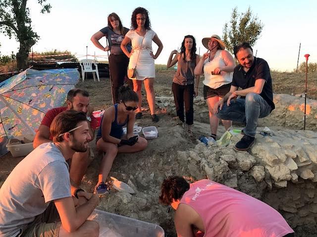 Equipe di archeologi illustra i primi risultati della nuova campagna scavi alla Necropoli dei Bambini