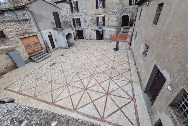 Contrada Loia, terminati i lavori di ripavimentazione dell'antica piazzetta