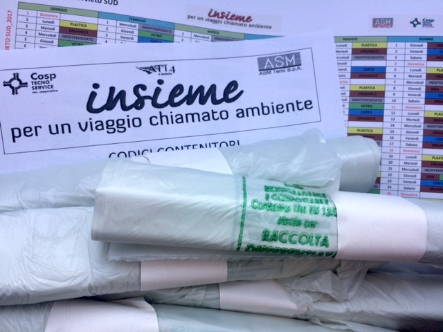 In distribuzione la nuova fornitura dei sacchi biocompostabili per l'organico