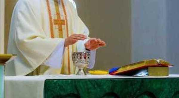 Covid-19, sacerdote positivo. Saranno allestite postazioni per effettuare test rapidi