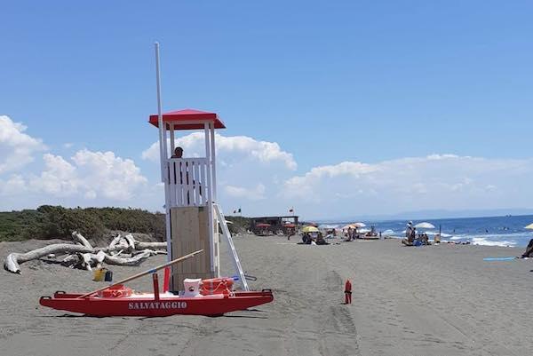 Cinque postazioni di assistenti bagnanti sulle spiagge libere di Montalto e Pescia
