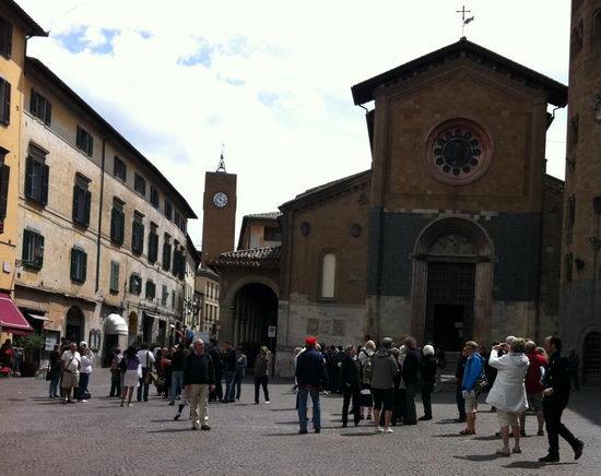 Ammonta a 14 mila euro il danno alla finestra della Chiesa di Sant'Andrea. Il parroco chiede aiuto alle famiglie