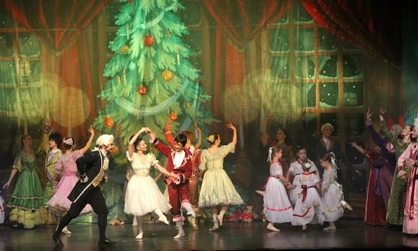 """Il Classical Russian Ballet sulle punte de """"Lo Schiaccianoci"""" di Čajkovskij"""