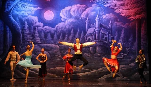 """Danza al Mancinelli con """"Lo Schiaccianoci"""" della Compagnia Almatanz"""