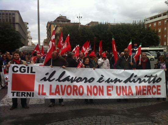 """Terni in sciopero: il lavoro non è una merce. In piazza per dire """"no"""" alle politiche del Governo"""